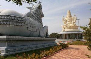 नंदी महाराज भगवान शिवा समोर का बसतात?